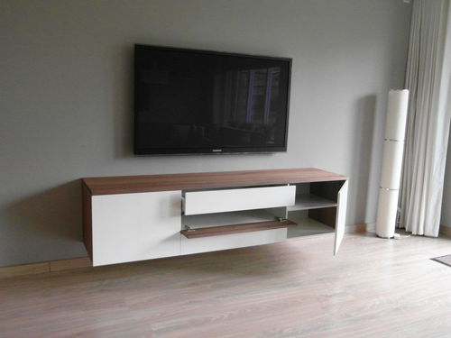 Hangend tv meubel met bijpassend opbergkast notenhout for Hifi meubel